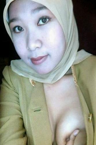 Slutty Hijabi Wife Sleazy Selfshots